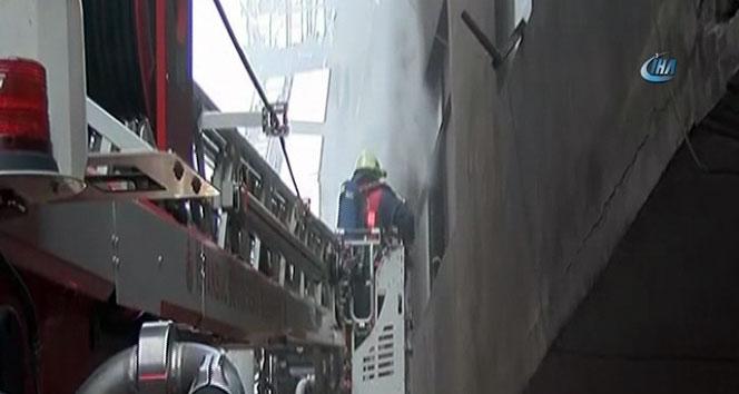Bayrampaşada plastik madde üretim atölyesinde yangın paniği