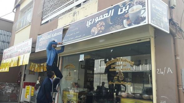 Adana'da Arapça tabelalar söküldü