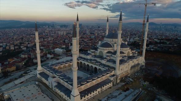 Yüzde 90'lık kısmı biten Çamlıca Camii havadan görüntülendi