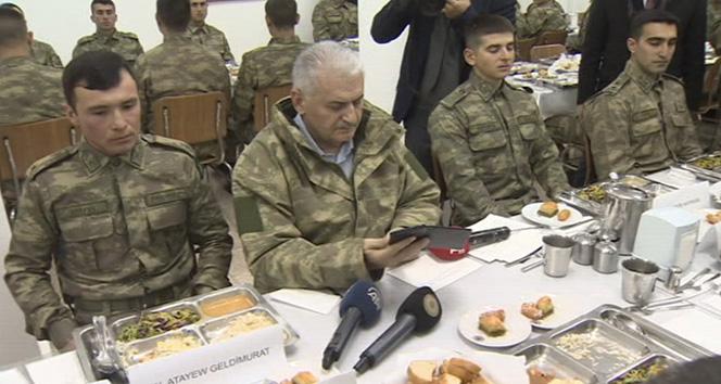 Cumhurbaşkanı Erdoğan telefonla askerlere seslendi! Yıldırım'dan dağ komando okuluna sürpriz ziyaret