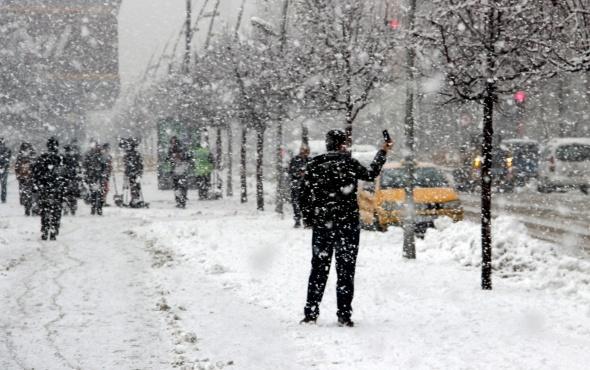 Bu fotoğraf yeni yılın ilk gününden! Lapa lapa kar yağdı...