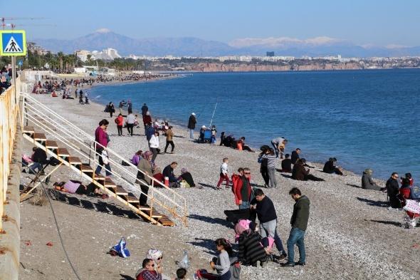 Antalya denize döküldü