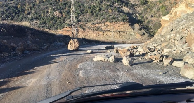 Dev kayalar yola düştü