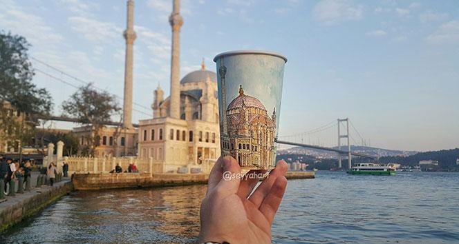 Kahve bardaklarına İstanbulu çizdi