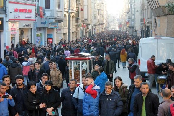Vatandaşlar Taksim Meydanı'na akın etti