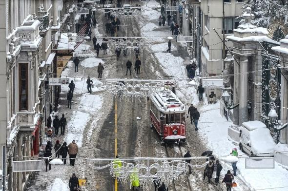 1 yıl önce bugün kara teslim olan İstanbul'da şimdi sıcak hava hakim