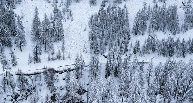 İsviçrede 13 bin turist mahsur kaldı