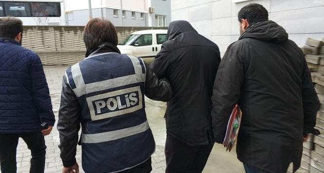 Gezmek için 3 araç çalan 2 kişi tutuklandı
