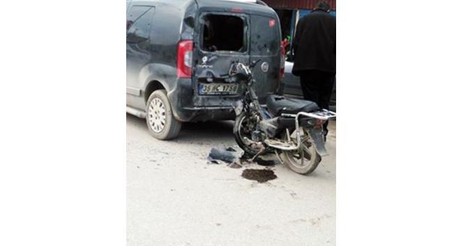 Motosiklet park halindeki araca çarptı: 1 yaralı