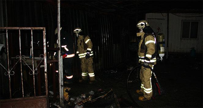 Beylikdüzünde konteynerde yangın: 3 ölü, 1 yaralı