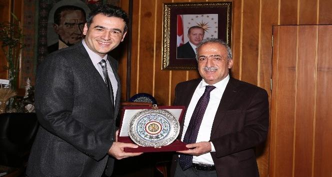 Rektör Çomaklı, TÜBİTAK Teşvik Ödülü Alan Doç. Dr. Önder Metin'i Tebrik Etti