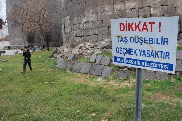 Diyarbakır surları, bakımsızlıktan yıkılma tehlikesi ile karşı karşıya