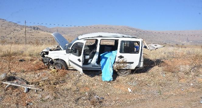 Panelvan takla attı: 1 ölü, 3 yaralı