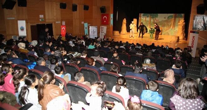 Çocuklara tiyatro oyunuyla çevre bilinci, hayvan ve doğa sevgisi anlatıldı