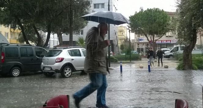 Didim'de şiddetli yağış yaşamı etkiledi