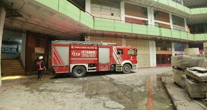 (Özel Haber) Başakşehir Ayakkabıcılar Sitesi'nde yangın çıktı