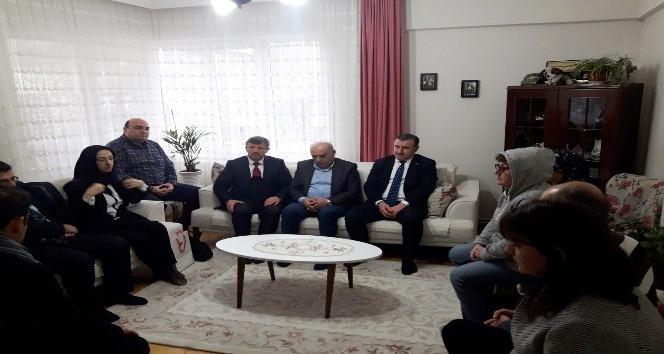 Gençlik ve Spor Bakanı Bak, kalp krizinden ölen ilçe müdürünün ailesini ziyaret etti