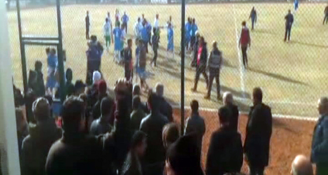 Amatör maçta kavga