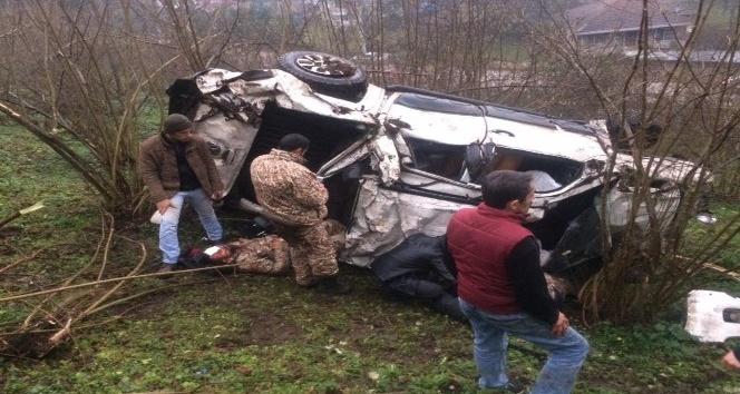 Lüks arazi aracı şarampole yuvarlandı: 4 yaralı