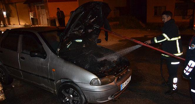 Hareket halindeki otomobil yandı !