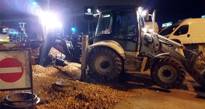 Bursada su borusu patladı, trafikte sürücüler zor anlar yaşadı
