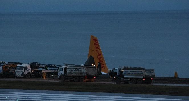 Pegasus Havayolları'nın Trabzon'da pistten çıkan uçağı günün ağarması ile birlikte böyle görüntülendi