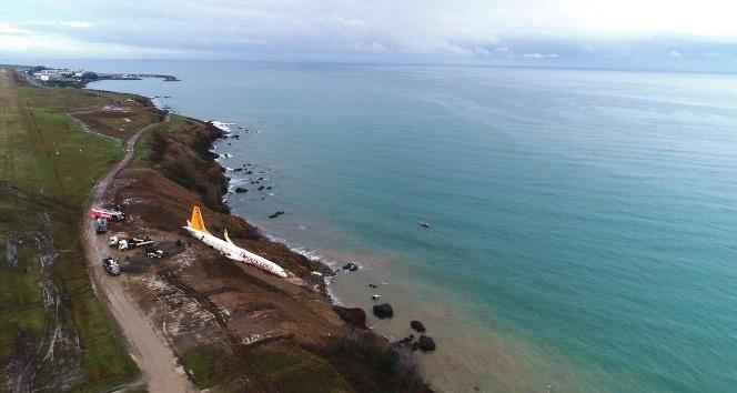 Pegasus Havayolları'nın Trabzon'da pistten çıkan uçağı günün ağarması ile birlikte havadan görüntülendi