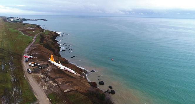 Trabzonda pistten çıkan uçak günün ağarması ile birlikte havadan görüntülendi
