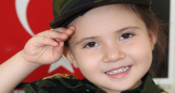 4 yaşında ama İstiklal Marşının tamamını ezbere biliyor