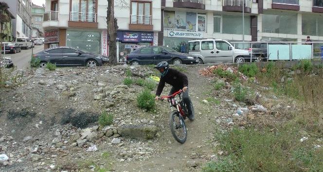 (Özel haber) Downhill sporunu internet üzerinden seyrederek öğrendi, Türkiye şampiyonu oldu