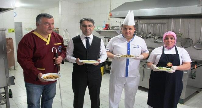 Havran Kaymakamı Aydın geleneksel Türk Mutfağı için mutfağa girdi