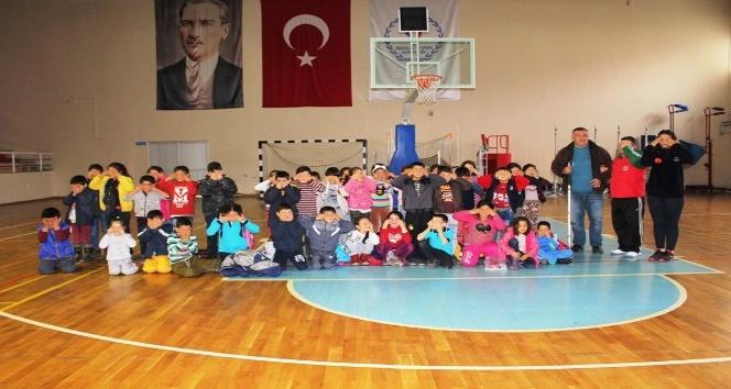 Çocuk sporculara Beyaz Baston Haftasında engelli farkındalığı eğitimi
