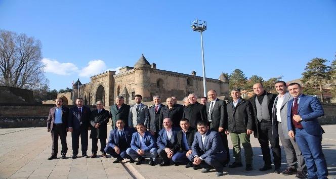 Vali Ustaoğlu, misafirlerine Bitlis'i gezdirdi