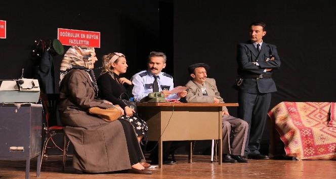 Nafile Dünya tiyatrosu büyük ilgi gördü