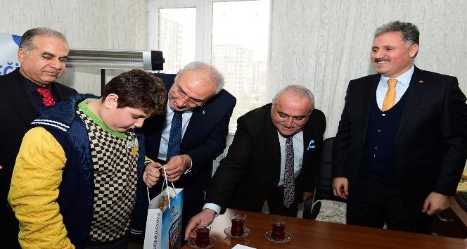 Başkan Çakır otizmli çocuklar ile bir araya geldi