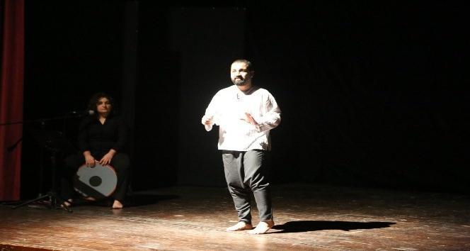 Mardin'de müzikli anlatı oyunu ilgiyle izlendi