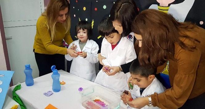Otizmli öğrenciler bilimsel deneylerini sergiledi