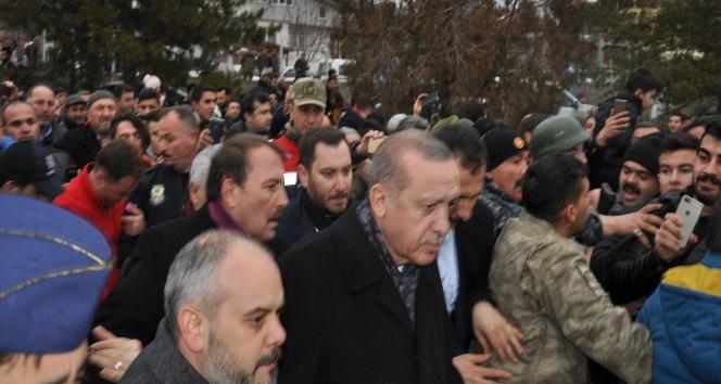 Cumhurbaşkanı Erdoğan'ın ilçelerine geldiğini duyan stadyuma koştu