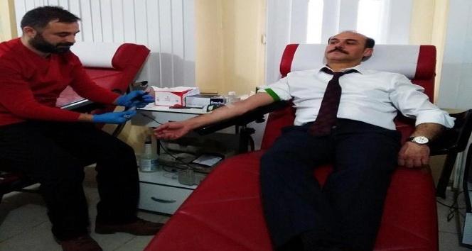Vali Kemal Yurtnaç kan bağışında bulundu