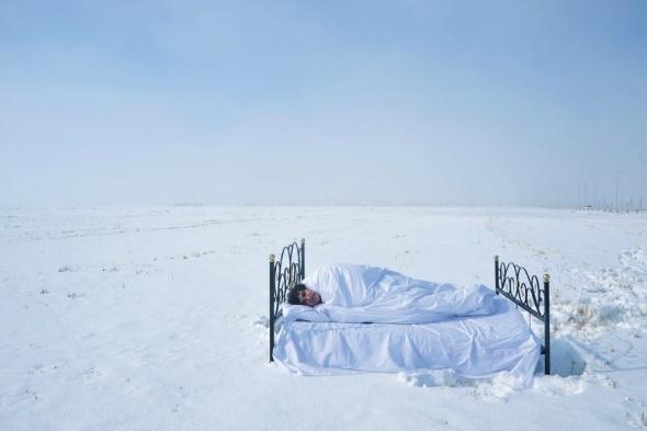 Akademisyenden karlı arazide 'yalnızlık' performansı