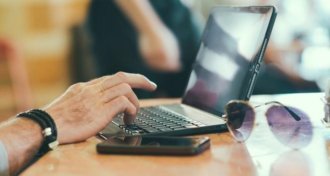 Korunmasız bilgisayar ekranları hırsızlığa davetiye çıkarıyor