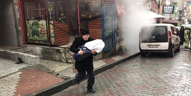 Bebeğiyle dumanların arasından çıktı