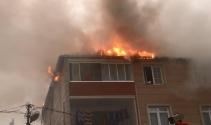 İstanbulda 3 katlı binanın çatısında korkutan yangın