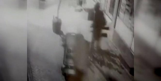 Av malzemeleri dükkanını soyan hırsızlar tüfeklerle böyle kaçtı