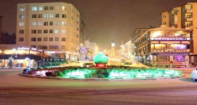 Yozgat'ta kar yağışı gece boyunca etkisini sürdürdü