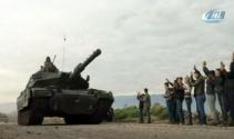 Tanklar Afrine ilerliyor