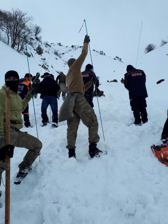 Bitlis'te çığ düştü! 5 asker şehit, 12 asker yaralı