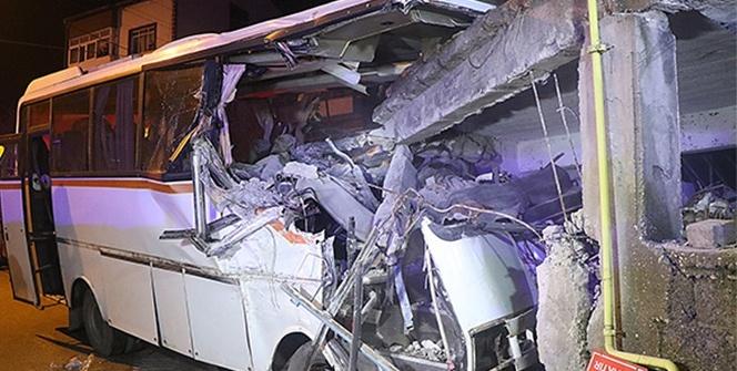 Karabük'te servis midibüsü eve girdi: 4 ölü, 2 yaralı