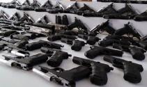 İstanbulda silah kaçakçılarına operasyon: 182 tabanca ele geçirildi