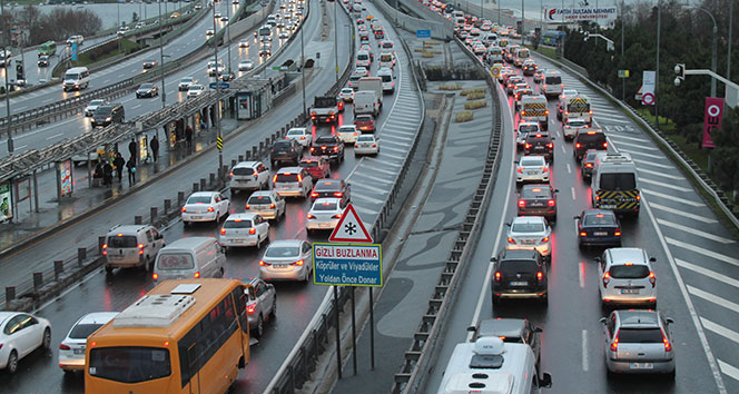 İstanbulda trafik yoğunluğu yüzde 80lere çıktı